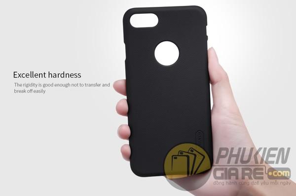 Ốp lưng iPhone 7 hiệu Nillkin dạng sần
