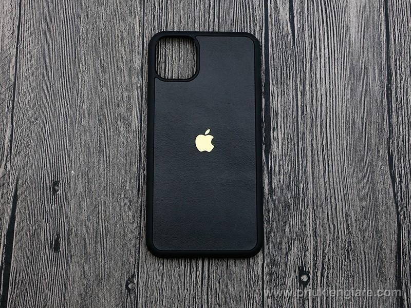 Ốp lưng iPhone 11 Pro Max GUDA - Da Bò Trơn kèm logo táo nhôm
